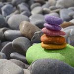 Natur und gefärbte Steine
